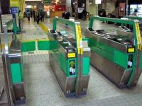Les fameux portiques de metro japonais